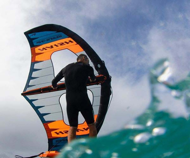 Naish S25 Wing Surfer in der Welle
